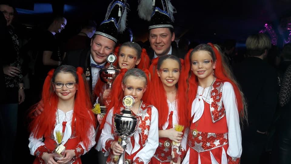 Dansmarietjes Concours in Flering: eerste prijs voor de minikolkjes.